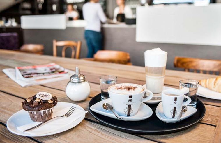 Kaffeespezialitäten und Gebäck